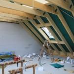Dachstuhl mit erstem Fenster